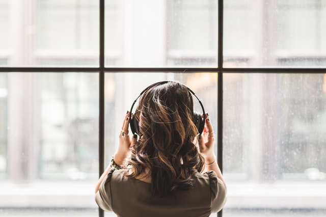 Music changes our brain waves